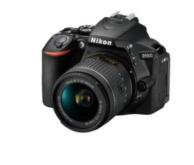 Nikon D5600 + AF-S DX VR Kit 18-55 mm