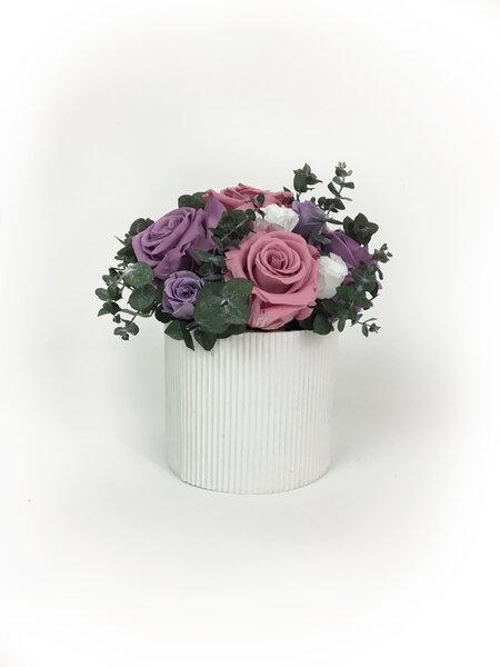 Ziedu kompozīcija ar rozēm