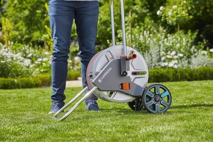 Metāla laistīšanas šļūtenes ratiņi ar šļūteni un piederumiem Gardena AquaRoll M