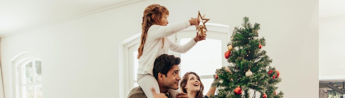 Kā izrotāt Ziemassvētku eglīti?